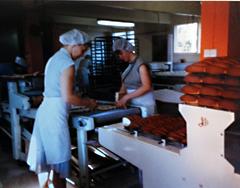 Korppujen valmistusta 60-luvulla